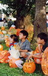 フォトギャラリー・パレード見物する子ども達